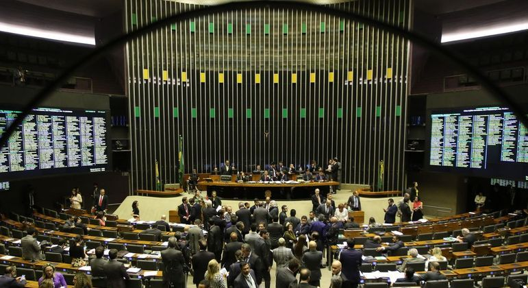 Pretendem avançar com as mudanças no sistema tributário brasileiro por etapas, de forma fatiada.