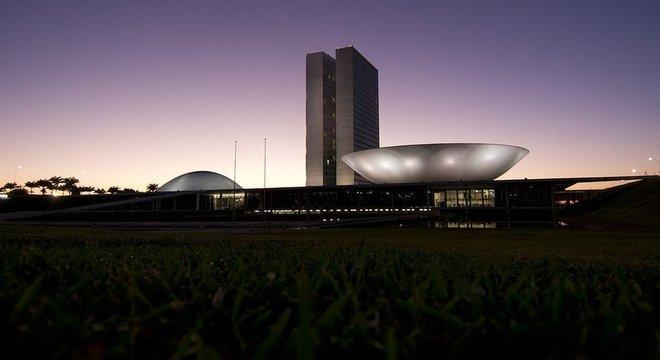 Em entrevista nesta quinta ao SBT, Bolsonaro disse esperar que o candidato apoiado por seu partido ganhe eleição no Congresso para que 'coloque em pauta as matérias que porventura viemos a apresentar'