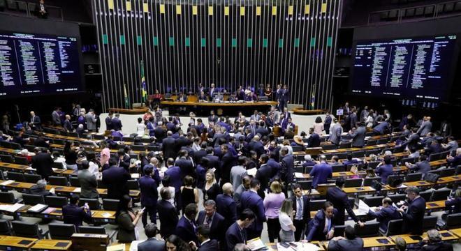 Congresso decide suspender sessão sobre vetos presidenciais ao Orçamento