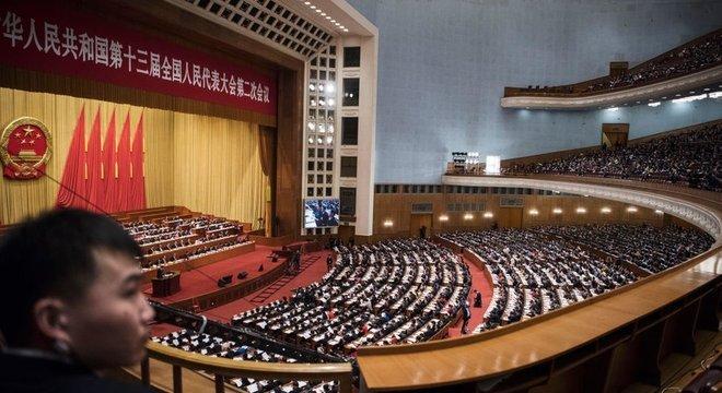 O parlamento chinês basicamente ratifica as leis apresentadas pelo governo
