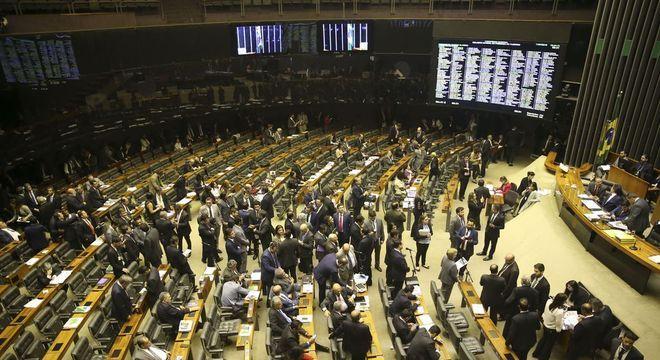 Sessão do Congresso que aprovou a LDO 2019; projeto segue para sanção