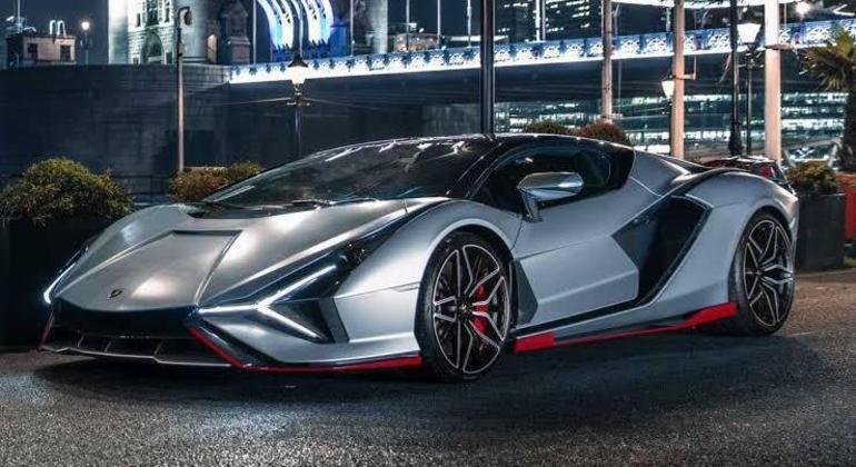 Esportivo combina motor V12 6,5 litros de 785 cv com um motor adicional elétrico de 34 cv