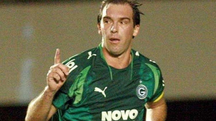 Conhecido como interminável, o meia Paulo Baier encerrou a carreira com 42 anos, defendendo o Juventude. Jogou no Goiás, Palmeiras, Athletico, entre outros clubes