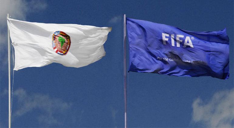 As bandeiras da Conmebol  da FIFA