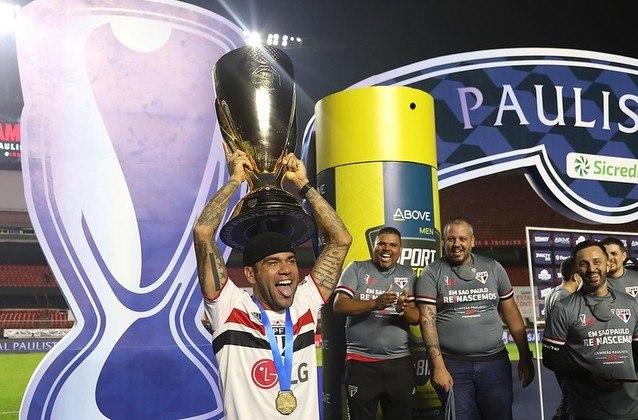 Conquista do Paulistão - Mesmo sem Daniel Alves na final, o São Paulo venceu o Palmeiras e se sagrou campeão do Paulistão de 2021, saindo de uma seca de títulos de mais de oito anos. Daniel Alves foi um dos principais nomes da conquista, sendo eleito o melhor lateral direito do torneio.