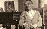 José Correia Leite. Jornalista e escritor foi vanguardista na luta para proteger as memórias negras na cidade de São Paulo nas primeiras décadas do século passado. Esteve ao lado de companheiros que batalhavam para fazer uma imprensa com história da comunidade negra.Nascido na cidade de São Paulo em 23 de agosto de 1900, aos 24 anos de idade foicofundadordo jornal Clarim d'Alvorada. O veículo, no qual ele era diretor, redator e repórter, foi publicado entre 1924 e 1932, e era feito por negros e para a comunidade negra. O jornal contava com notícias, por exemplo, sobre o processo de discriminação racial dos Estados Unidos.José Correia Leite morreu com 88 anos, em 27 de fevereiro de 1989