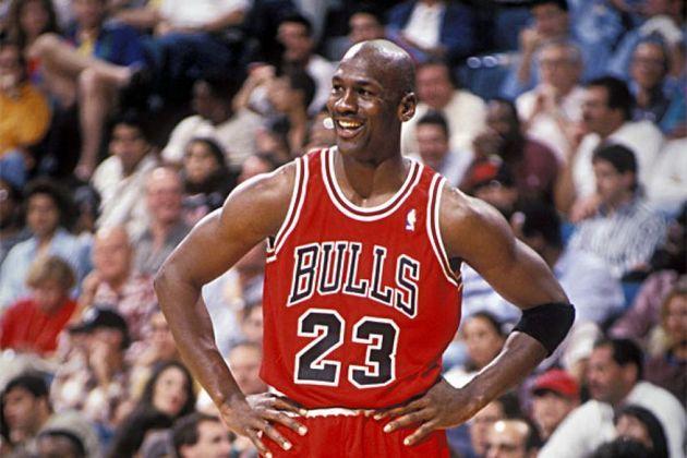 Considerado o melhor jogador de basquete de todos os tempos, Michael Jordan fez história no Chicago Bulls. O camisa 23 jogou 890 jogos na franquia, vencendo seis vezes a NBA (1991, 1992, 1993, 1996, 1997 e 1998)