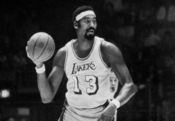 Considerado um dos maiores da história da NBA, Wilt Chamberlain migrou para o vôlei após se aposentar do basquete.