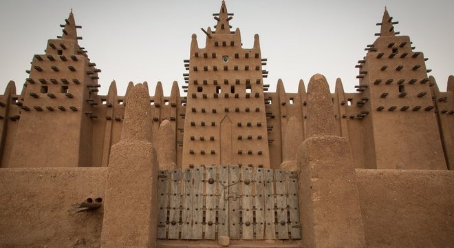 As mudanças climáticas têm reduzido a disponibilidade de adobe de alta qualidade para construções históricas em Djenné, no Mali