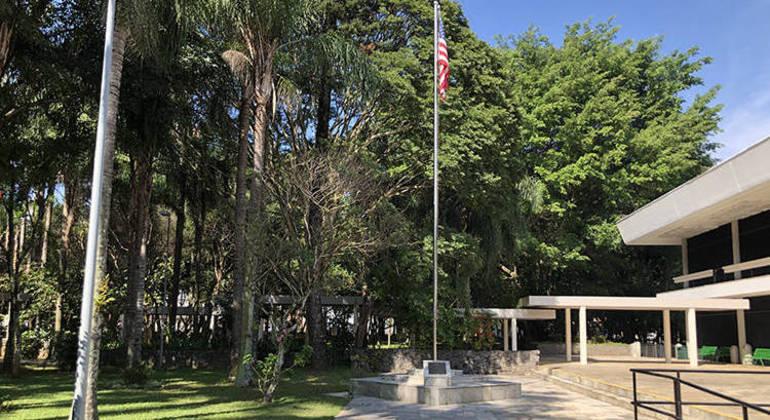 Consulado brasileiro segue fechado em razão da pandemia
