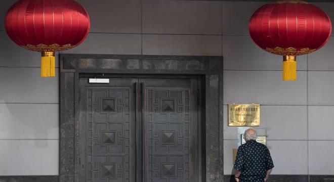 Fechamento de consulados agrava relação entre China e EUA