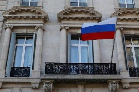 Expulsar diplomatas é retaliação por ataque a ex-agente