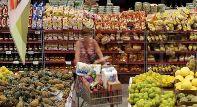 Pesquisa mostra que o consumidor mantém falta de confiança