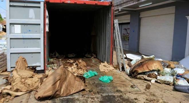 Contêiner onde foram encontrados 7 corpos em decomposição no Paraguai