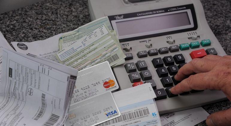 Bancos e operadoras de cartão representam quase 30% do endividamento das famílias