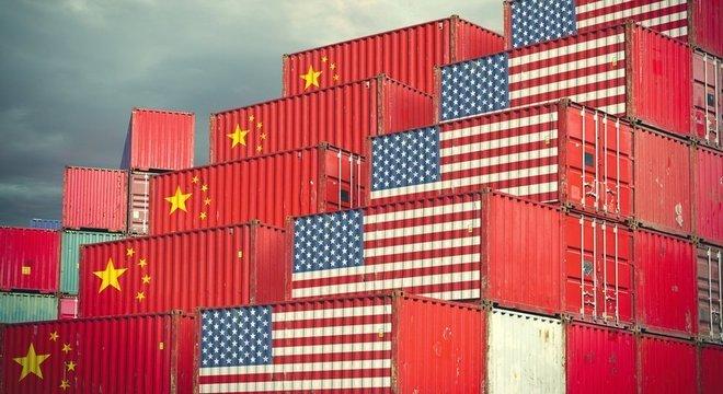 ada17c519c9 Há mais de um ano EUA e China vêm aumentando tarifas sobre produtos  importados