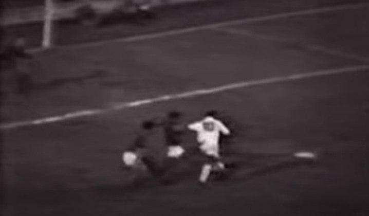 Conterrânea do Peixe, a Portuguesa Santista sofreu 21 gols de Pelé