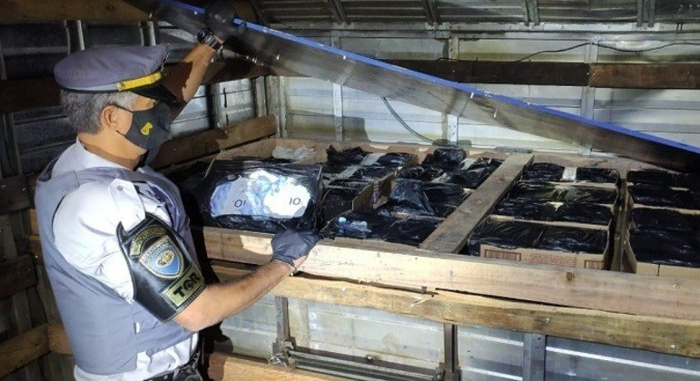 Motorista é encontrado com carga de celulares sem documentação fiscal no interior de SP