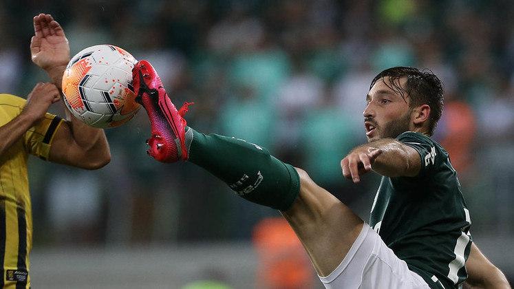 Contratado neste ano, o lateral-esquerdo Matías Viña jogou 515 minutos.