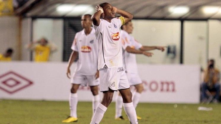 Contratado no último final de semana, Robinho foi registrado no BID e está liberado para jogar pelo Santos. O Peixe tinha até esta segunda-feira (12) para registrar o camisa sete e contou com plantão da CBF no feriado para conseguir a liberação.