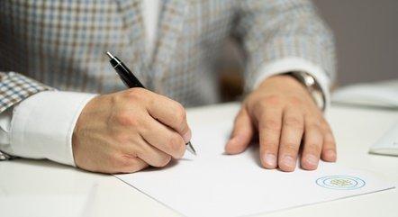 Não se assina nada sem ler