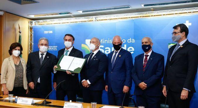 Governo formaliza contrato com Fiocruz para vacina Oxford/AstraZeneca