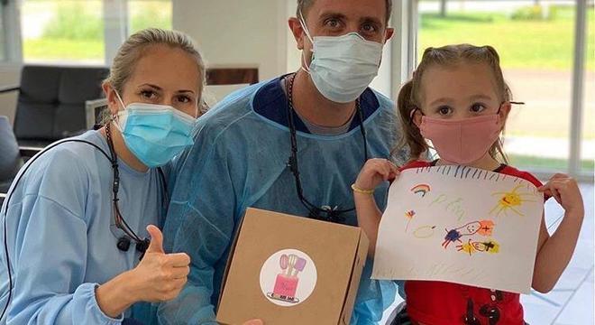 Criança agradece médicos pela ajuda à população nesse período de pandemia