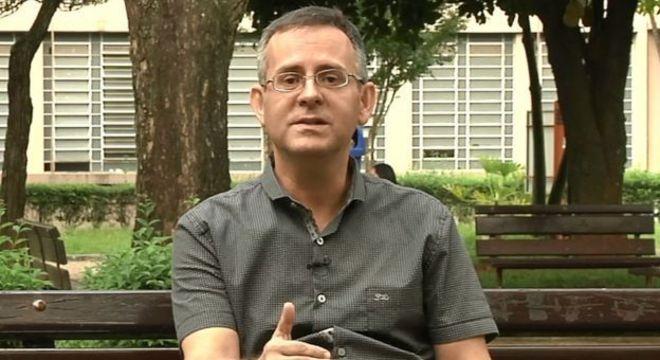 Coordenador do curso Letras da Universidade Metodista de São Paulo diz que praticar a confecção de textos sobre temas atuais é chave para preparar-se para o Enem