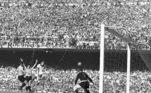 Nos anos 50, a Copa do Mundo no Brasil foi o momento maior, em que a seleção ganhou impulso como uma equipe de alcance nacional e internacional. Um título no Maracanã era visto como uma prova de força do brasileiro, da identidade do País e, naquele momento, muitos políticos buscaram vincular sua imagem à da seleção nacionalVeja também:Três dos últimos quatro presidentes da CBF foram banidos do futebol