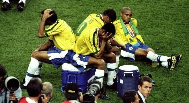 c7804ba896 Texto atribuído a Gunther Schweitzer dizia que Brasil vendeu a Copa 1998