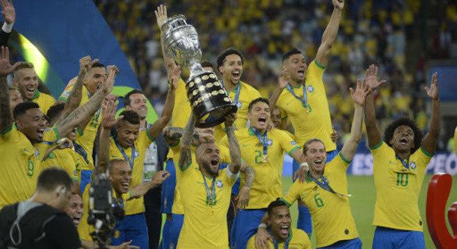 Copa América na Argentina. Também suspensa. Só em 2021. Outro golpe