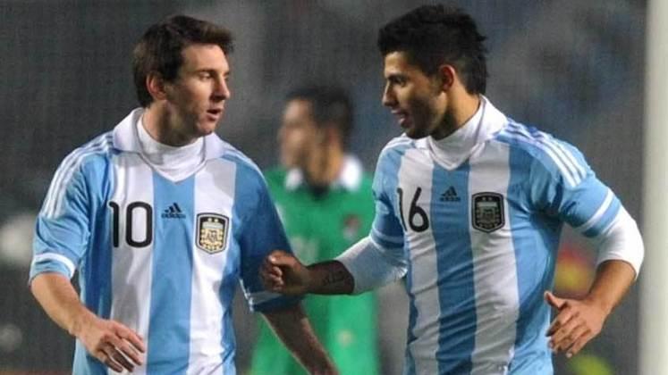 Copa América Argentina - 2011: Sob nova direção e a pressão de vencer a Copa América em seus país, Messi já era apontado como o novo líder da Seleção. Na fase de grupos, a Argentina passou em segundo lugar, atrás da Colômbia. O rendimento abaixo do esperado e as críticas ao camisa 10 renderam uma eliminação nas quartas de final, contra o Uruguai.