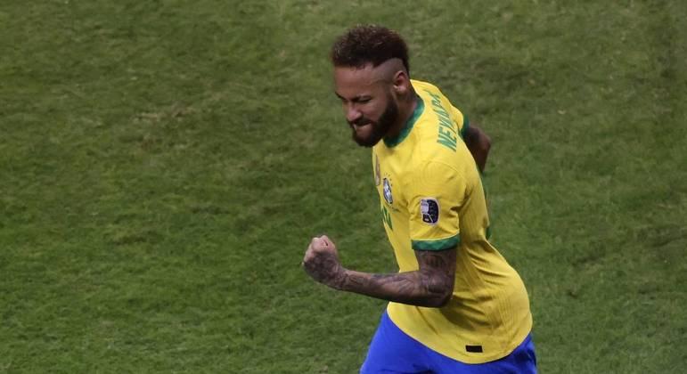 Com a liberdade para atacar por onde quisesse, Neymar decidiu o jogo