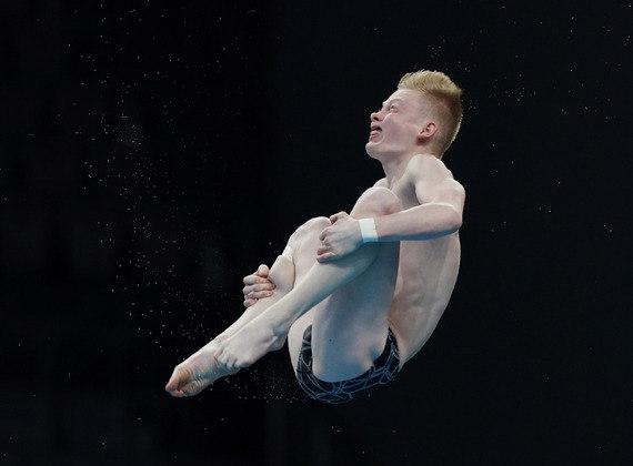 Jaden Eikermann executando seu salto