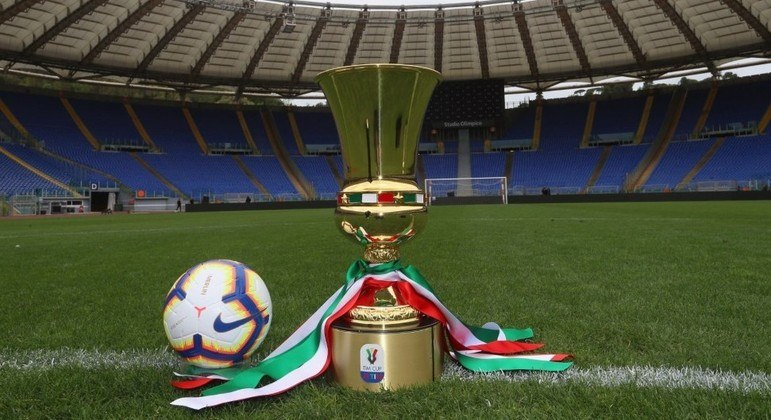 A taça da Copa Itália
