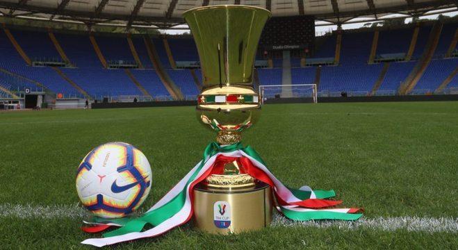 A taça da Copa Itália, no Olímpico de Roma