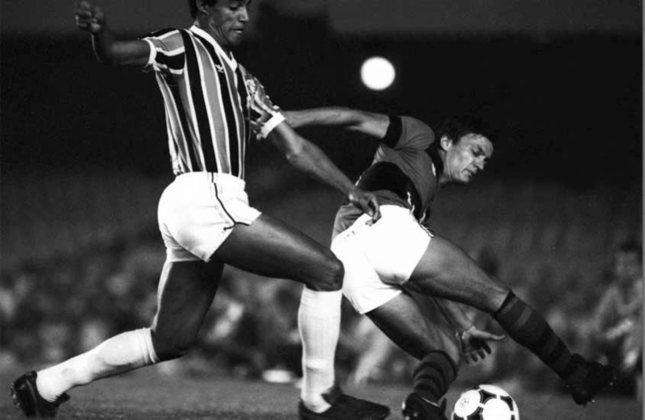 Copa Libertadores 1984 - Grêmio x Flamengo: nos mesmos moldes de 77, a edição de 84 viu Flamengo, Grêmio e Universidad de Los Andes, da Venezuela, no mesmo grupo no triangular da semifinal.