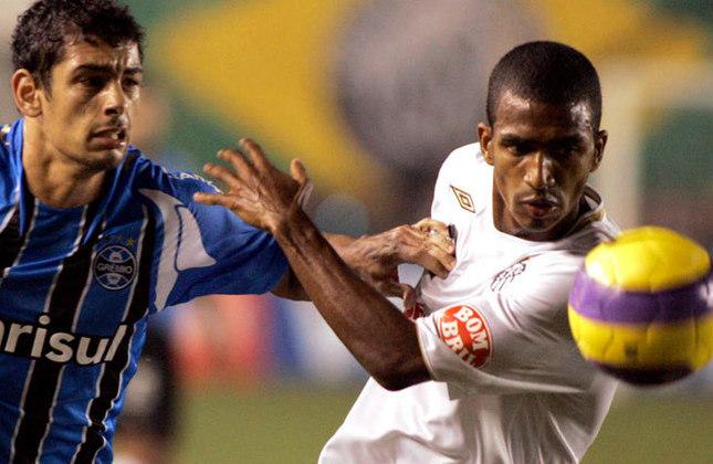 Copa Libertadores 2007 - Grêmio x Santos: invicto até chegar na semifinal, o Santos não conseguiu conter Diego Souza, que com 22 anos, fez ótima partida na Vila Belmiro, e o Grêmio venceu o jogo por 2 a 0.