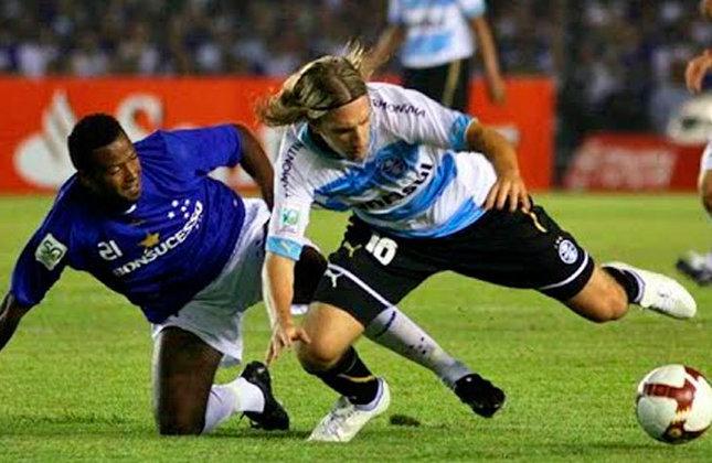 Copa Libertadores 2009 - Grêmio x Cruzeiro: com o apoio da torcida no Mineirão, o Cruzeiro abriu boa vantagem diante do Grêmio ao vencer por 3 a 1, com gols de Wellington Paulista, Wágner e Fabinho Alves.