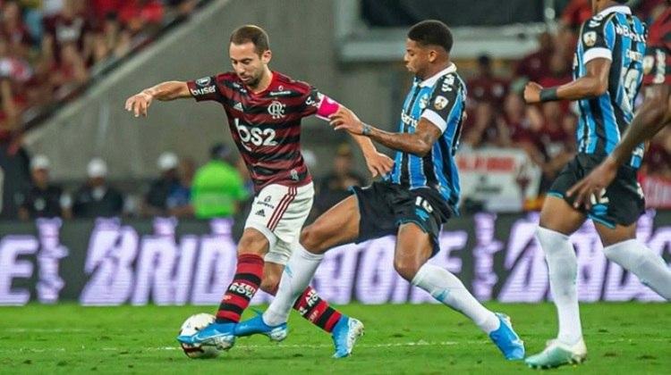 Copa Libertadores 2019 - Grêmio x Flamengo: no Rio Grande do Sul, o Flamengo já dava sinais de superioridade, e conseguiu da Arena do Grêmio com um empate por 1 a 1.