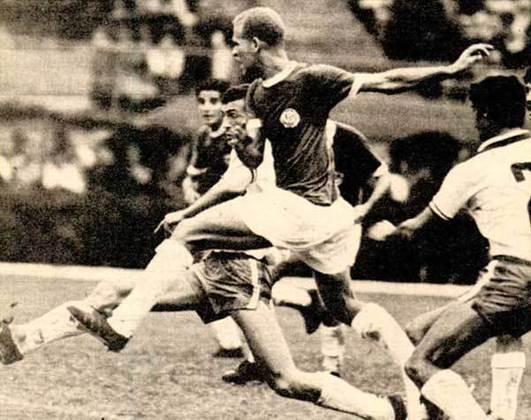 Copa Libertadores de 1971 - A edição de 71 teve outro regulamento diferente, com duas fases de grupos, sendo a segunda considerada a semifinal do torneio. No segundo grupo, o Palmeiras enfrentou o Nacional-URU e o Universitario-PER, duas vezes cada