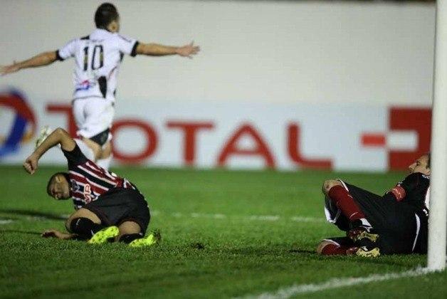Copa Sul-Americana/semifinal/Ponte Preta: O São Paulo perdeu para a Ponte nas semifinais da Sul-Americana de 2013. O Tricolor perdeu o jogo de ida no Morumbi por 3 a 1 e empatou fora de casa em 1 a 1, sendo eliminada nas semifinais.