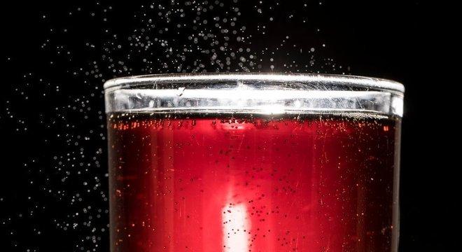 O estudo de Harvard mostrou que beber duas ou mais bebidas açucaradas por dia leva a um aumento de 21% no risco de morte prematura