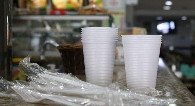 Objetos de plástico para refeições estão proibidos em São Paulo