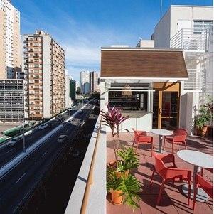 Cora, em SP, tem um terraço para drinks e  petiscos ao ar livre