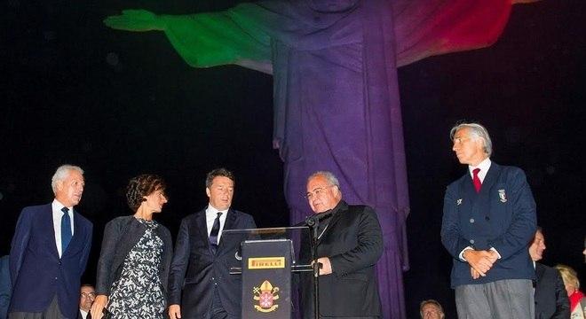 Matteo Renzi e o arcebispo Orani Tempesta no evelto de iluminação do Corcovado
