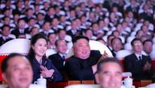 Após um ano, esposa de Kim Jong-un reaparece em evento público