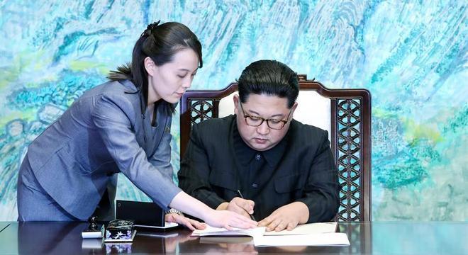 Kim Yo-jong se tornou uma espécie de 'braço direito' de Kim Jong-un