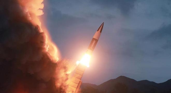 Coreia do Norte volta a fazer testes com armamentos