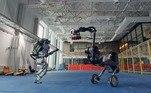 Os passos de dança foram tão bem executados que mal dá para acreditar que se trate de robôs
